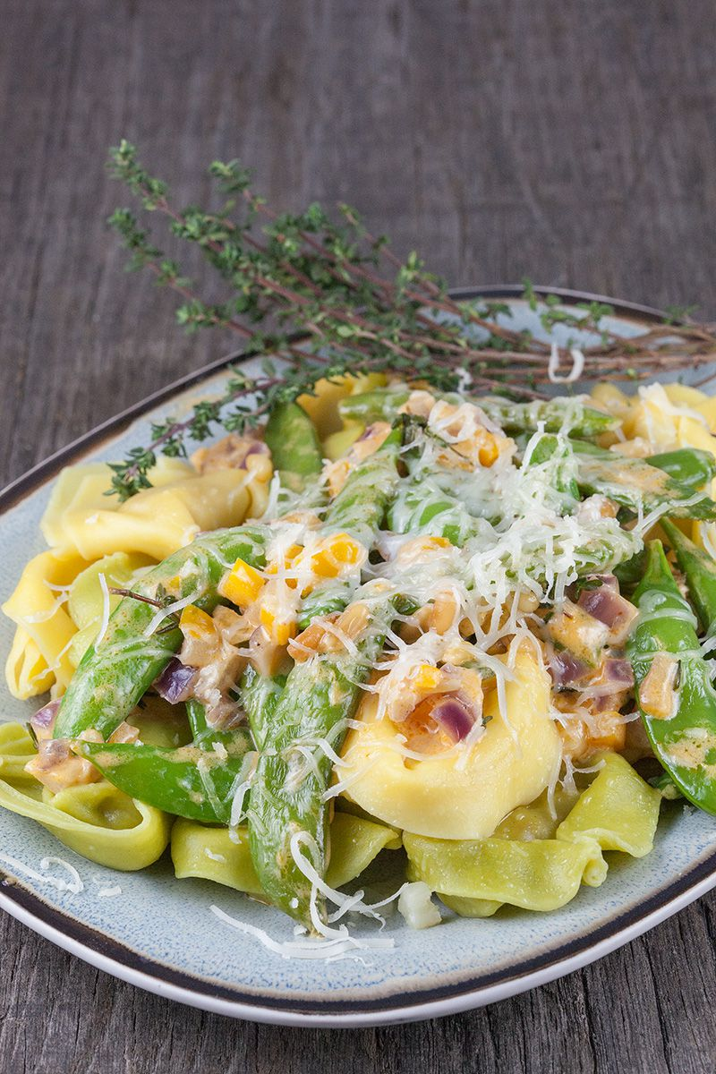 Tortellini bicolore with manchego and sugar snaps