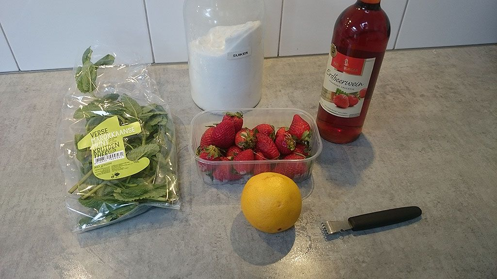 Strawberry wine punch ingredients