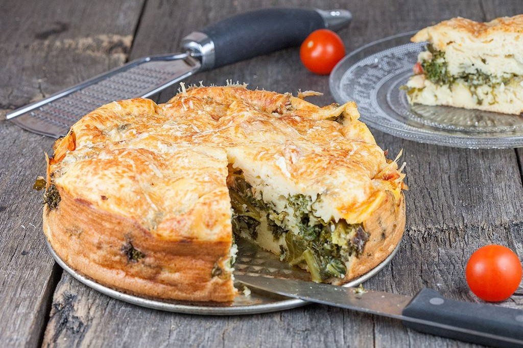 Vegetarian kale and cherry tomato pie - ohmydish.com