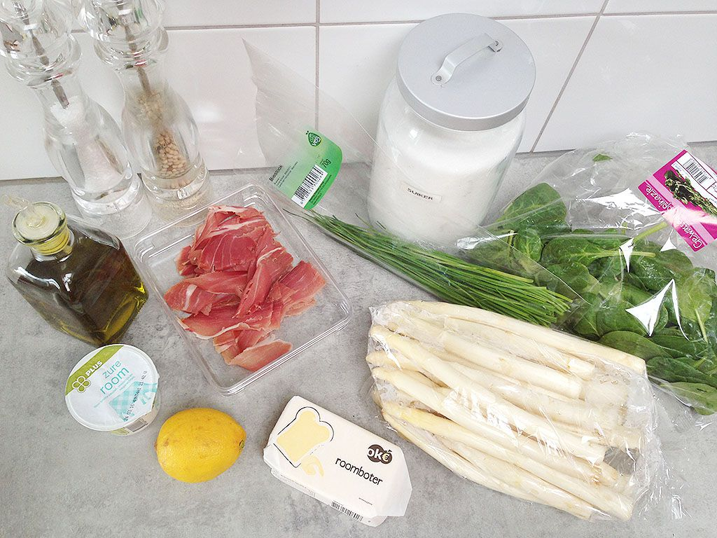 White asparagus and serrano ham ingredients - White asparagus and Serrano ham