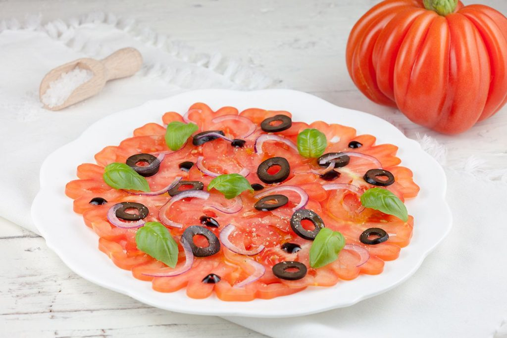 Coeur de boeuf tomato carpaccio with black olives