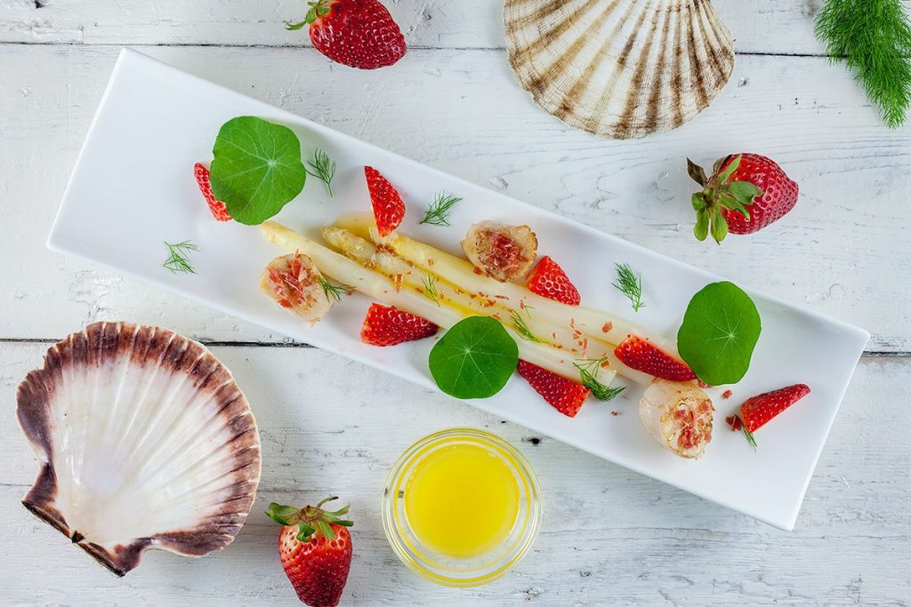 Scallops and asparagus strawberry salad
