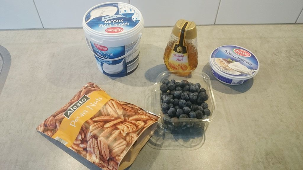 Greek yoghurt mascarpone with blueberries and honey ingredients