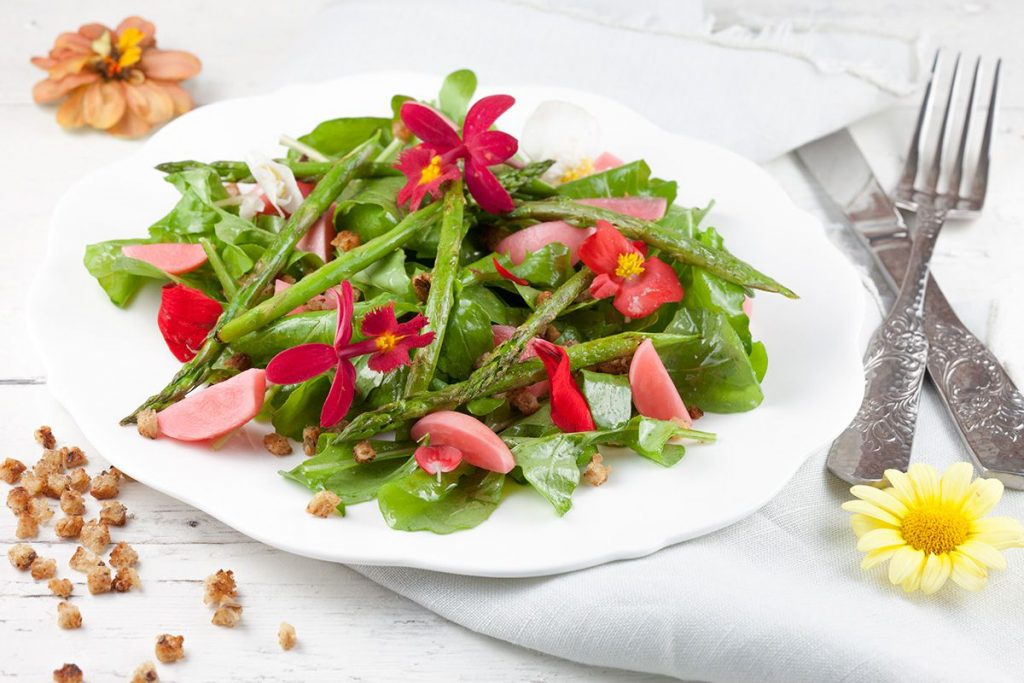 Green asparagus salad with edible flowers