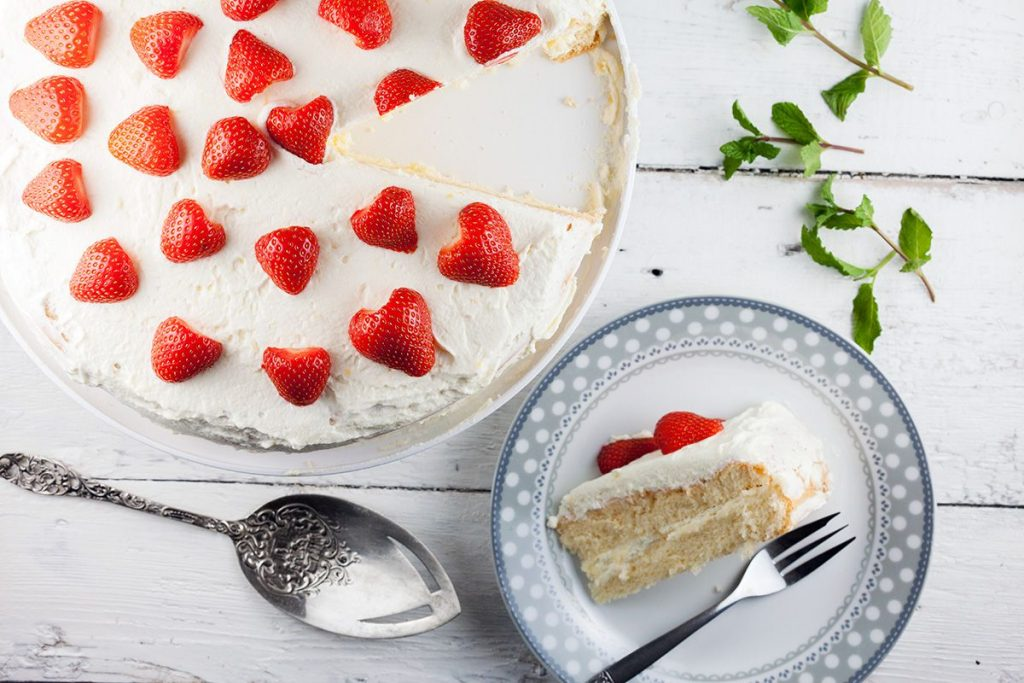 Lemon curd strawberry cake
