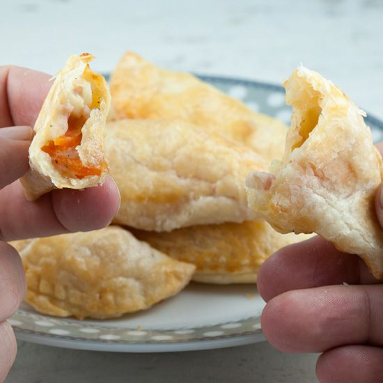 Mini ham and vegetable pastry puffs