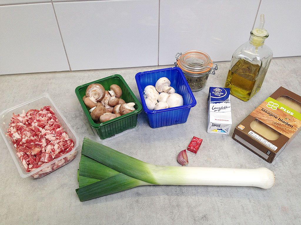 Open lasagna ingredients