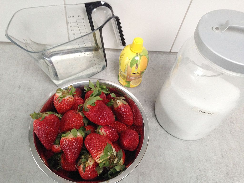 Strawberry sorbet ingredients