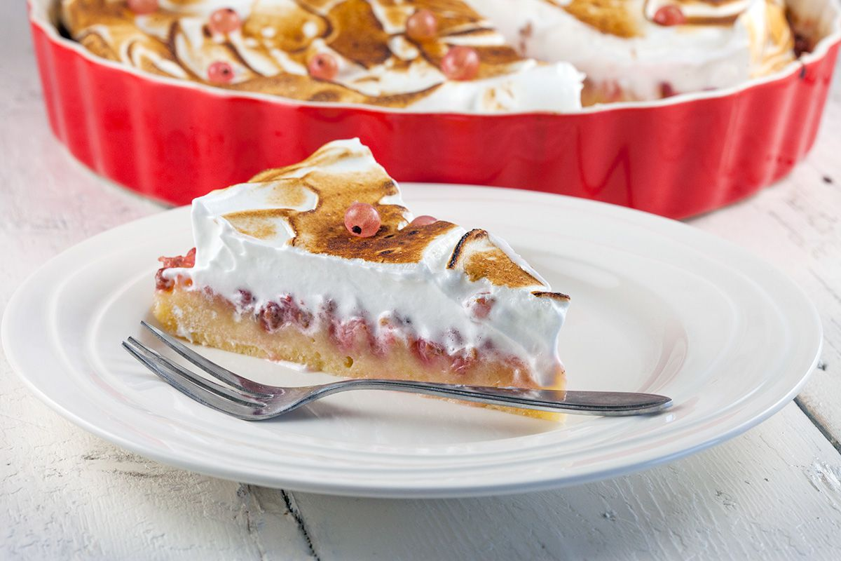 Pink currant and meringue pie