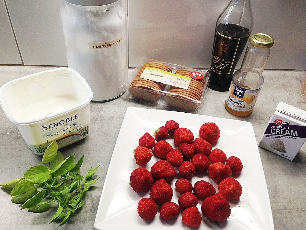 Quark strawberry and coffee dessert ingredients 1024x768 - Quark, strawberry and coffee dessert