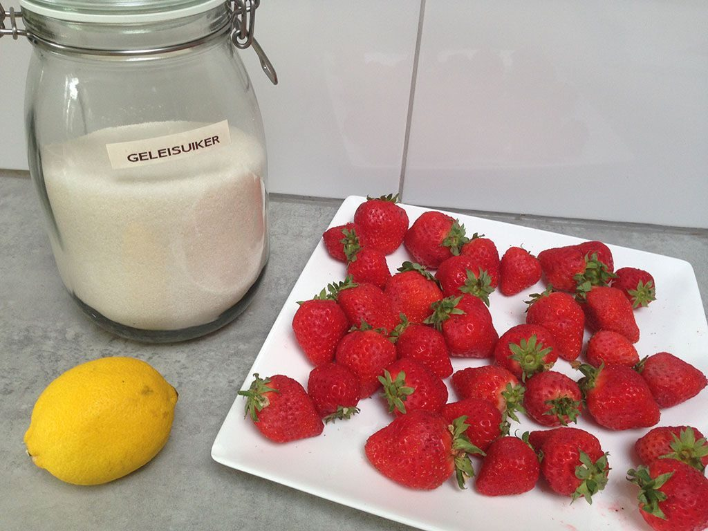 Strawberry jam ingredients 1024x768 - Strawberry jam