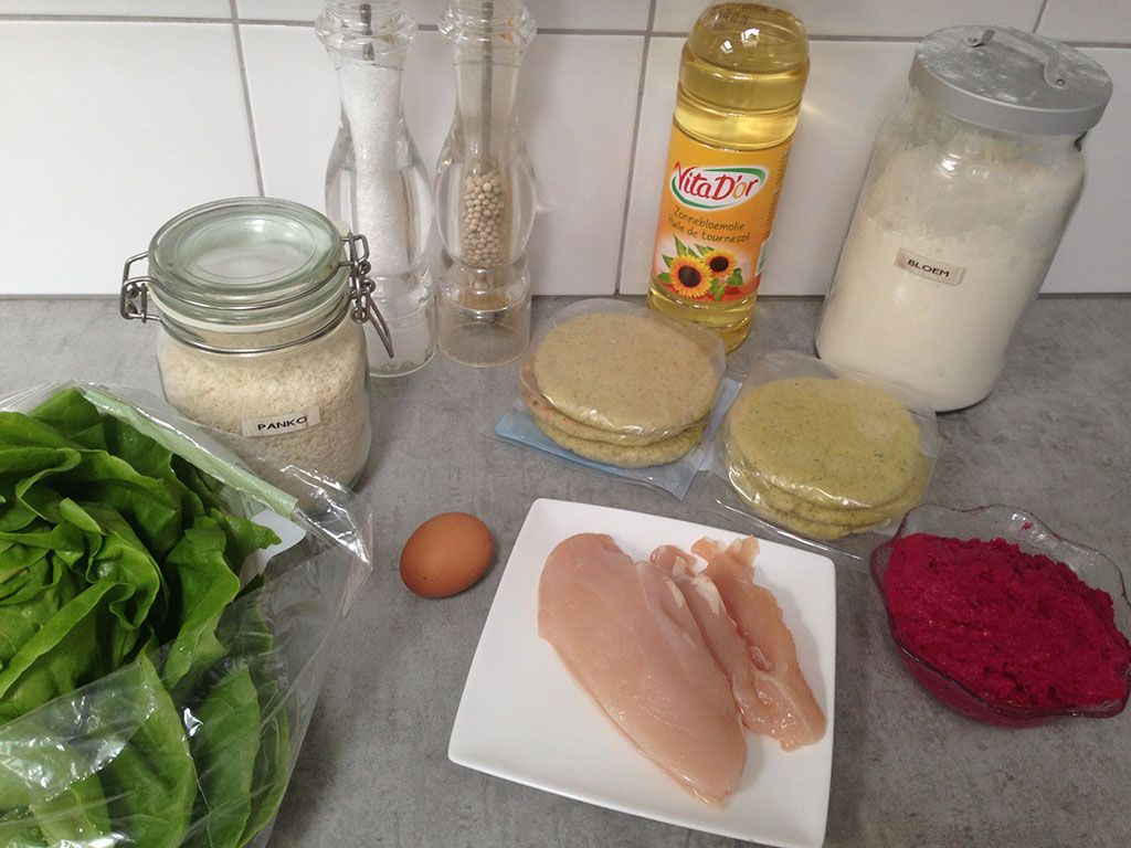 Crispy chicken and hummus pita ingredients