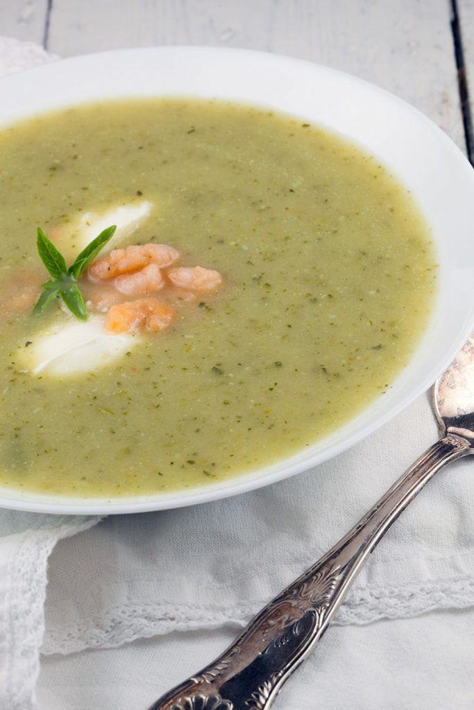 Easy zucchini soup with shrimps - ohmydish.com