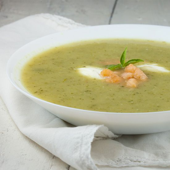 Easy zucchini soup with shrimps
