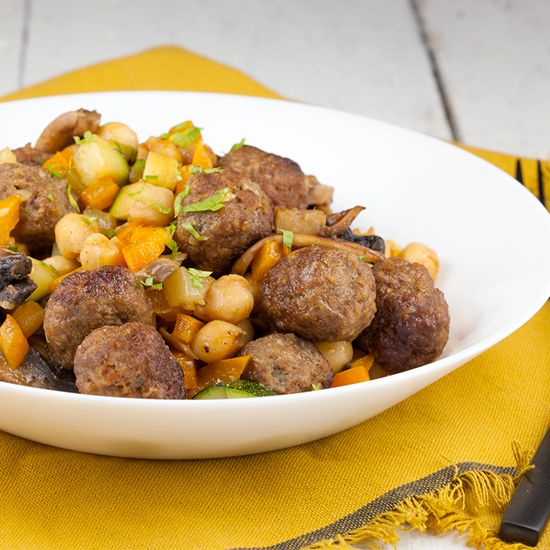 Pan-fried mini meatballs with chickpeas