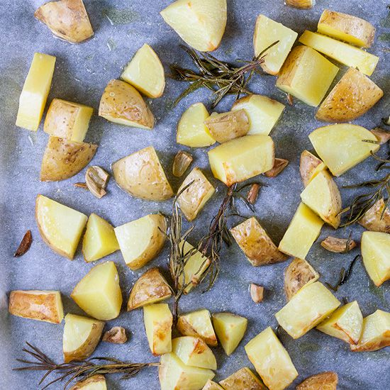 Oven baked potato wedges with rosemary and garlic square - Oven baked potato wedges with rosemary and garlic