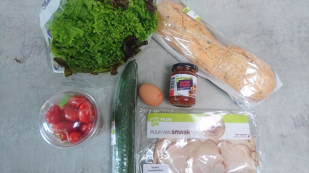 Smoked chicken breast and red pesto sandwich ingredients