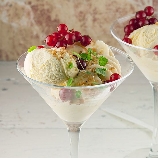 Vanilla ice cream with banana and red currants