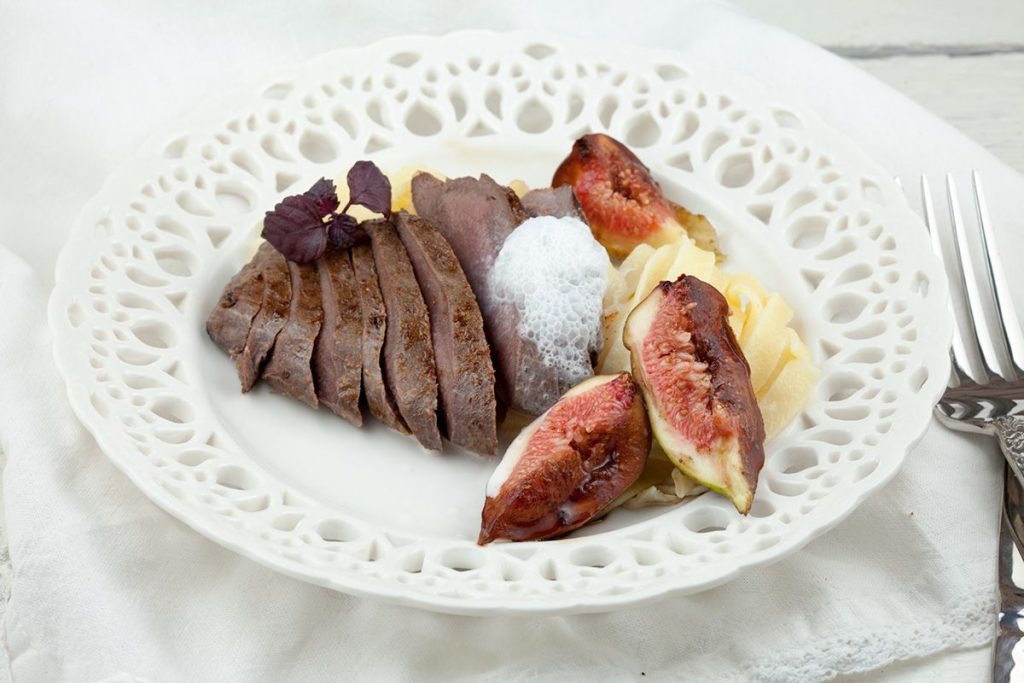 Venison with fresh figs and cinnamon foam