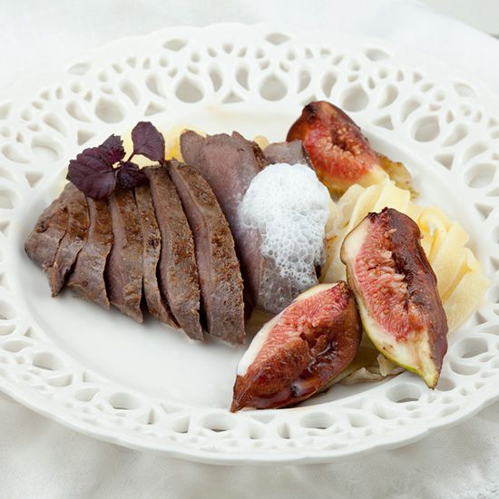 Venison with fresh figs and cinnamon foam square - Venison with fresh figs and cinnamon foam