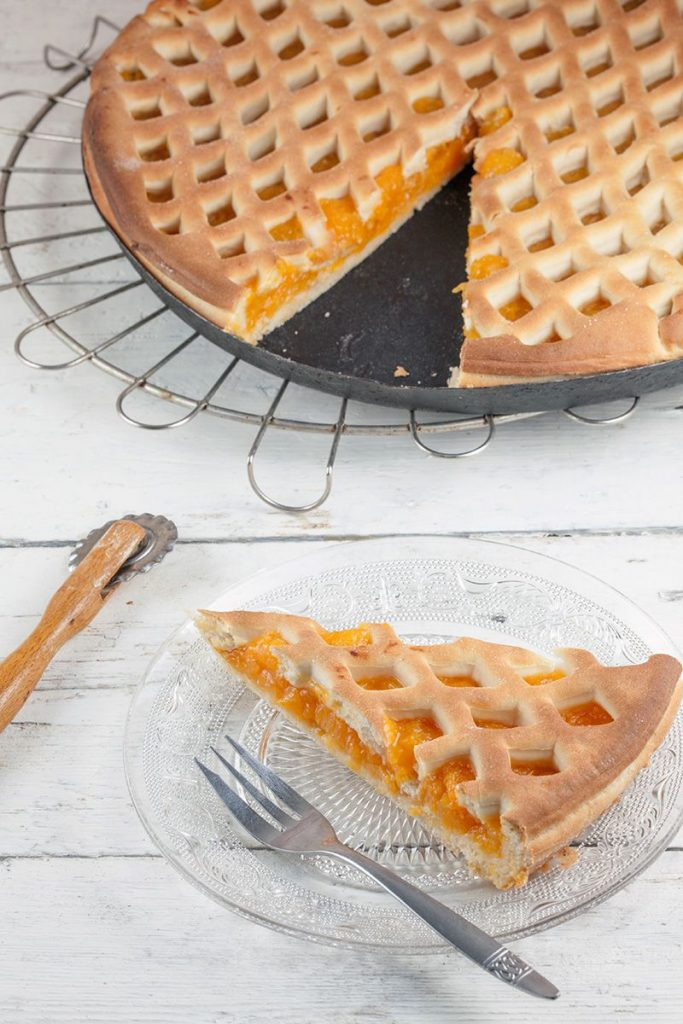 Dutch apricot pie - abrikozenvlaai