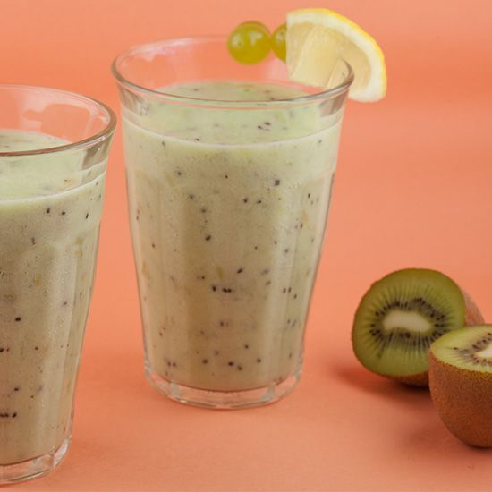 Kiwi and grape smoothie
