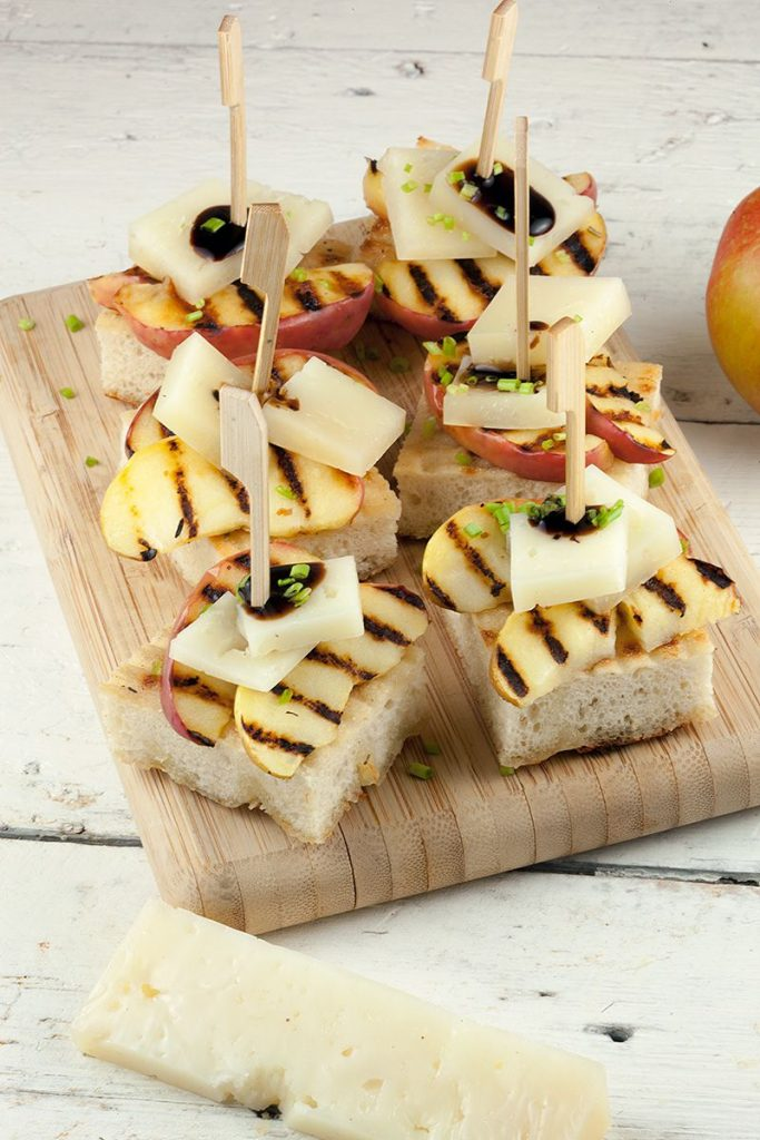 Apple and manchego crostini 2 683x1024 - Apple and manchego crostini