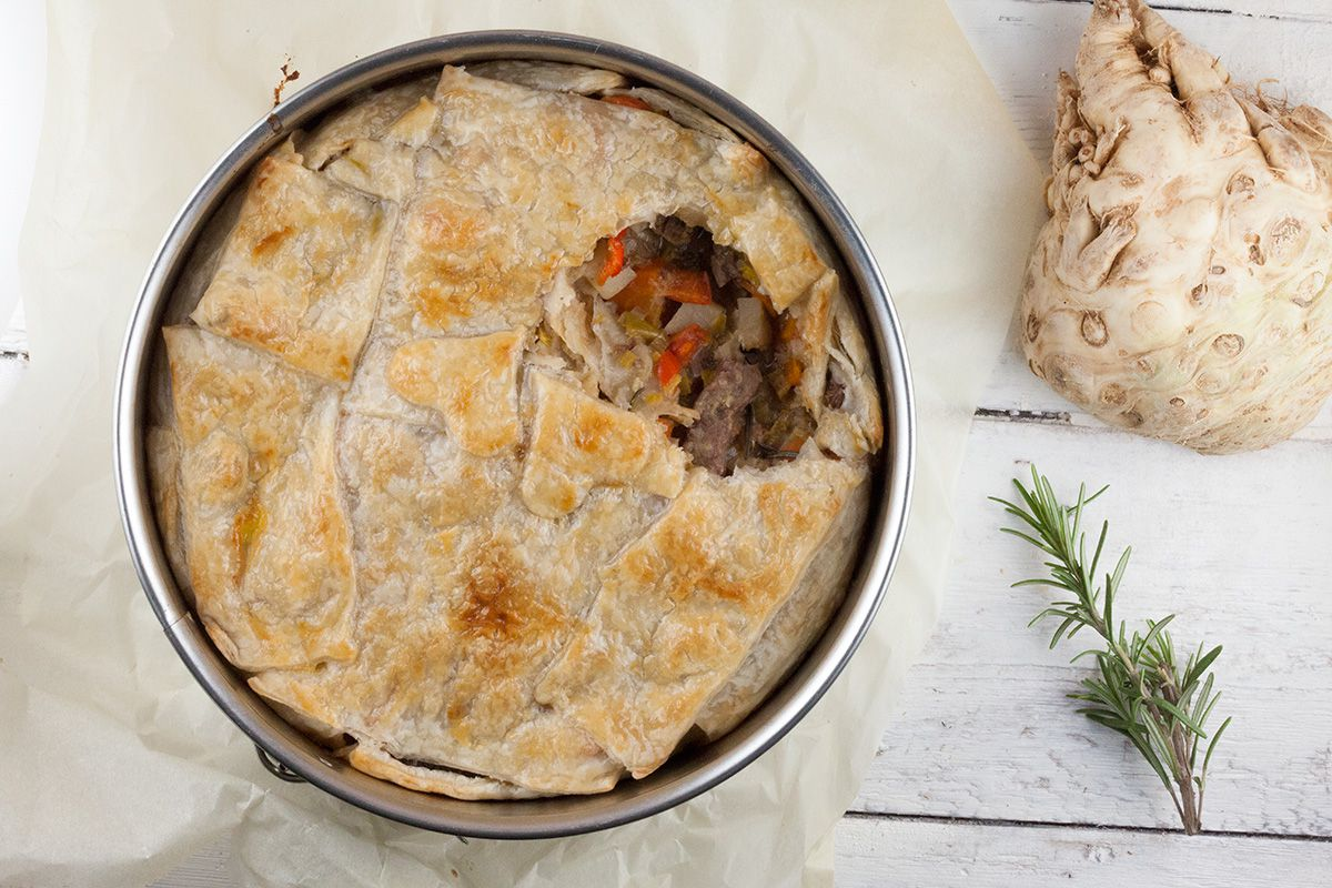 Beef stew with puff pastry