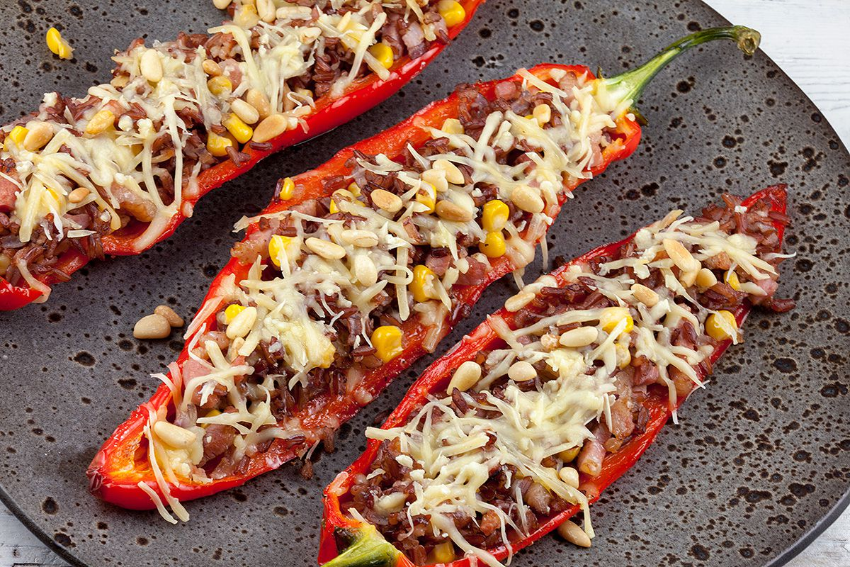 Stuffed pointed peppers with red rice and bacon