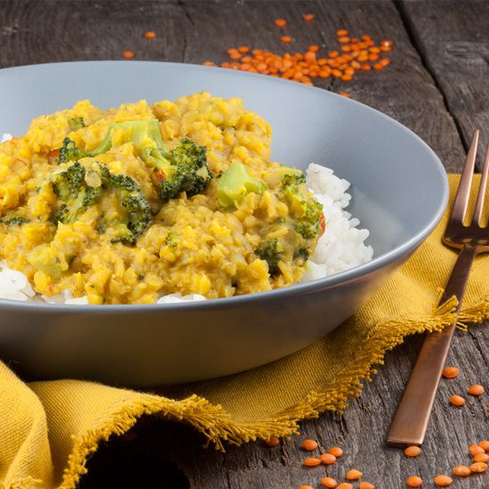 Vegetarian red lentils and broccoli curry square - Vegetarian red lentils and broccoli curry