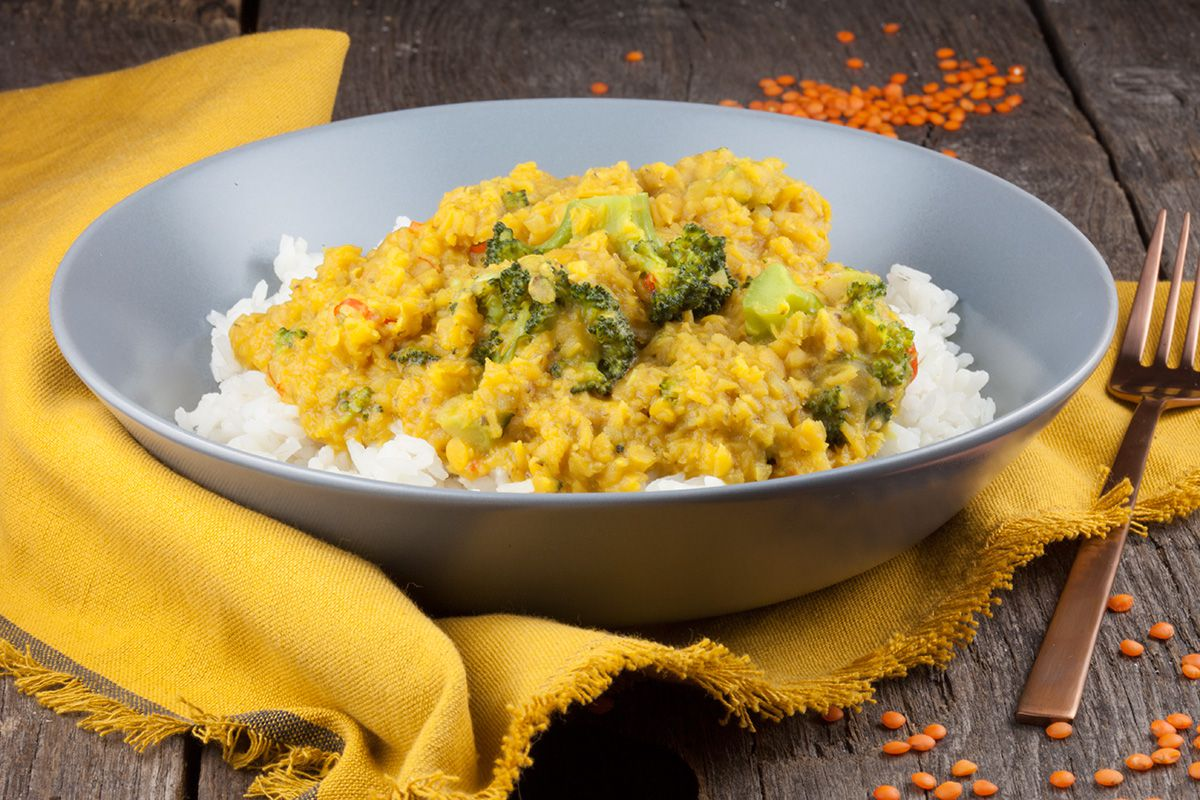 Vegetarian red lentils and broccoli curry