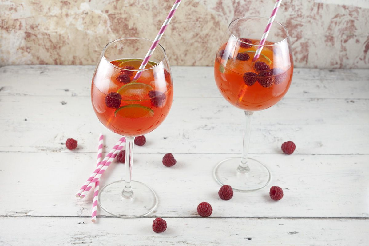 Aperol cocktail with lime and raspberries