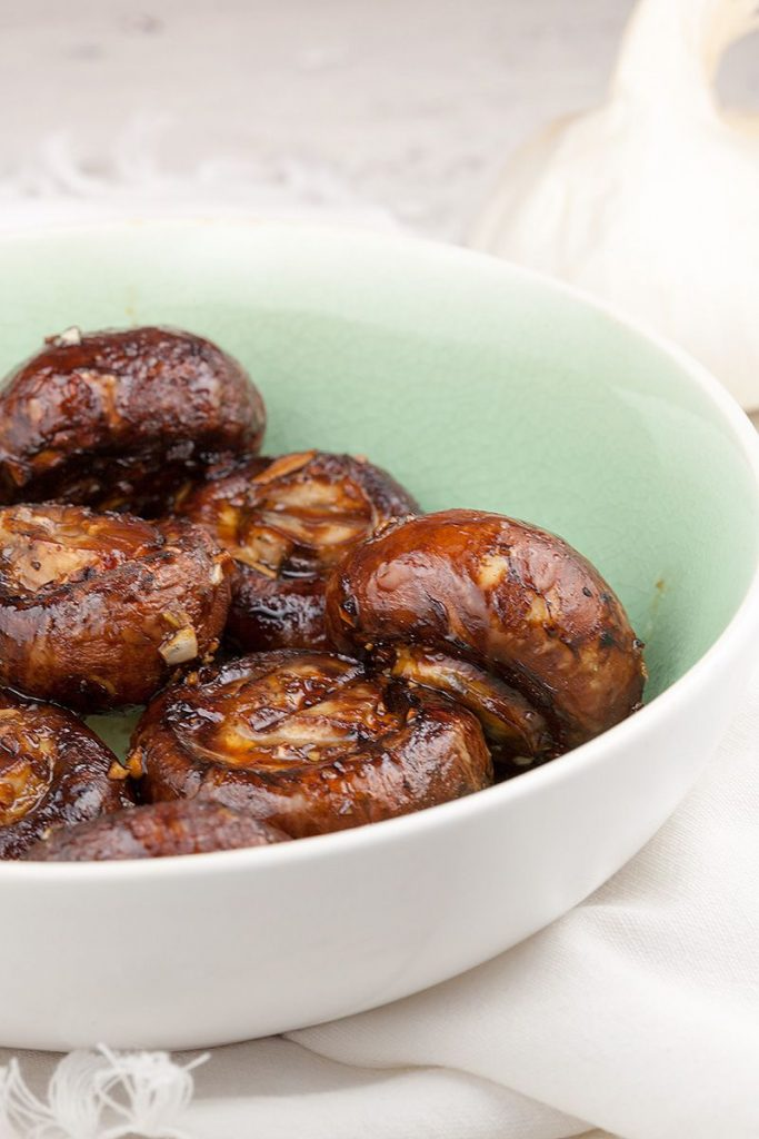 Barbecued garlic chestnut mushrooms