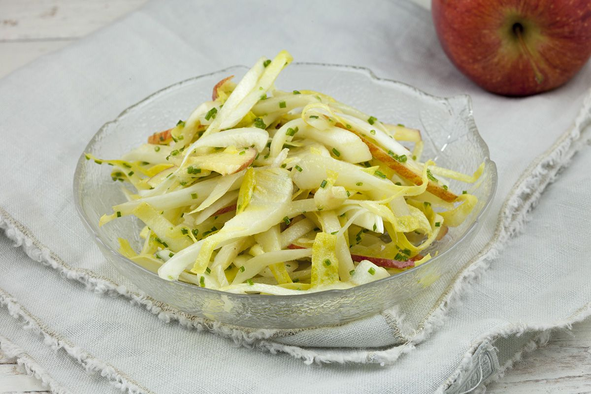 Easy chicory and apple salad