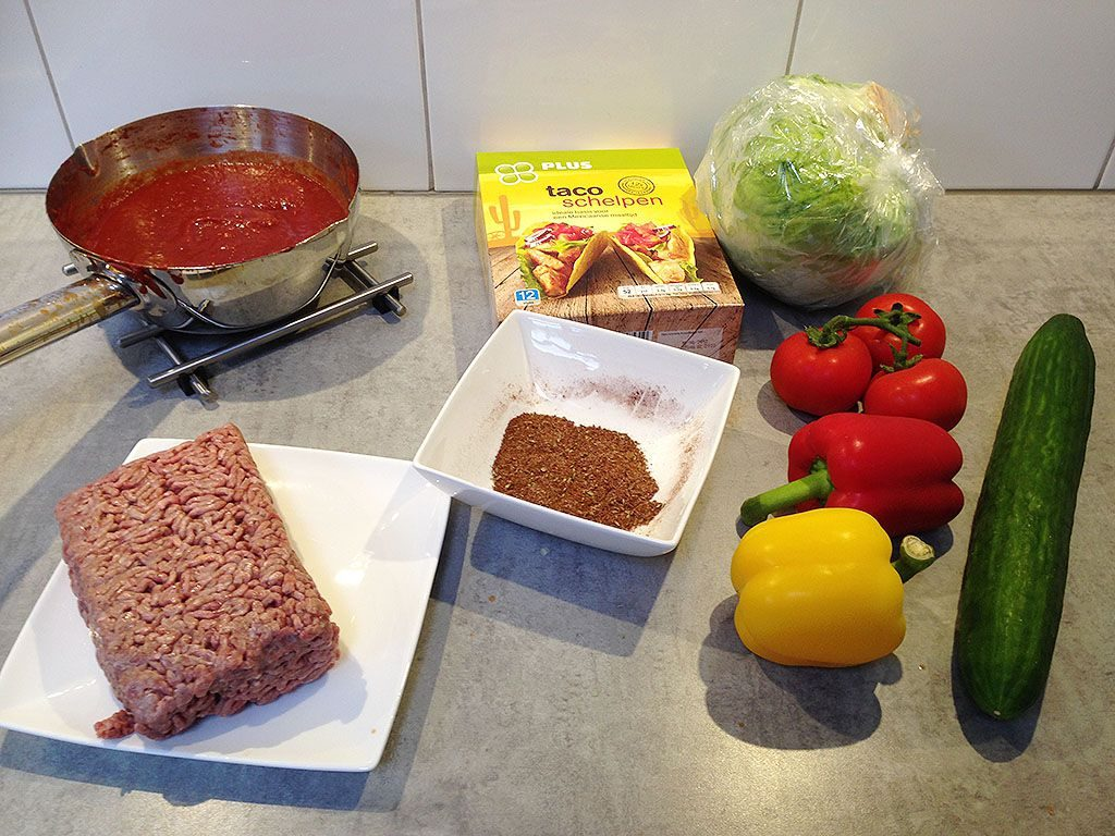 Hard shell tacos with minced meat ingredients 1024x768 - Hard shell tacos with minced meat