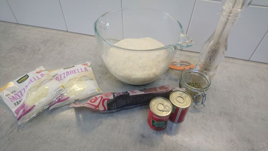Salami pizza ingredients