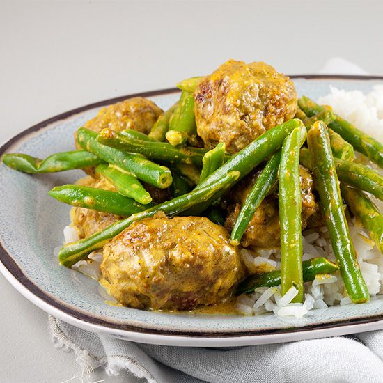 Spiced meatballs with green beans and rice