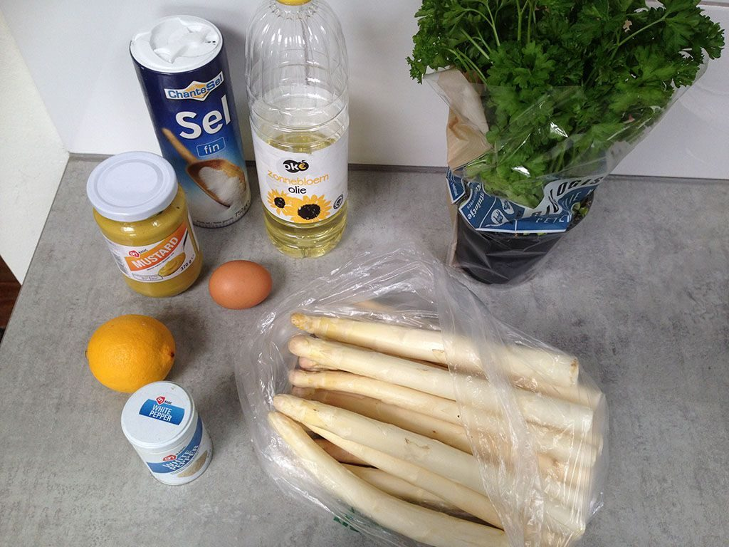 White asparagus with cold French mousseline sauce ingredients