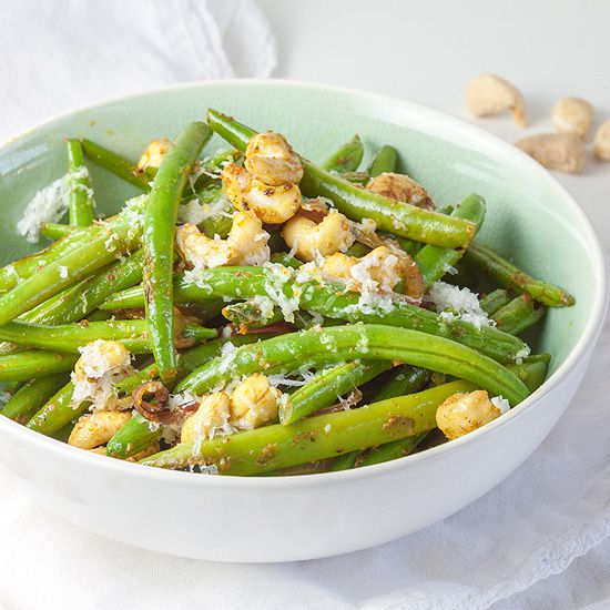 Curried green beans with cashews