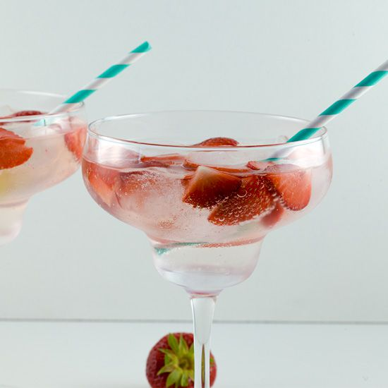 Strawberry lime Gin and Tonic square - Strawberry lime Gin and Tonic