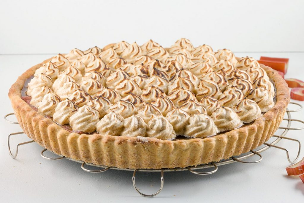 'Healthy' rhubarb meringue pie