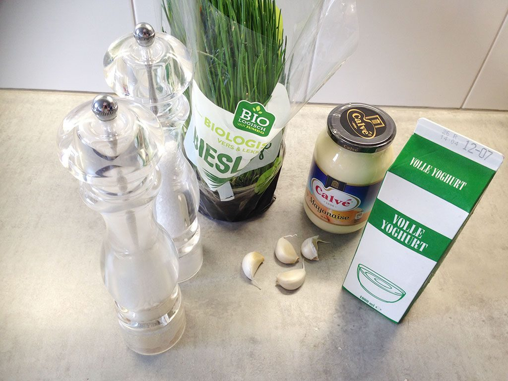 Homemade garlic sauce ingredients