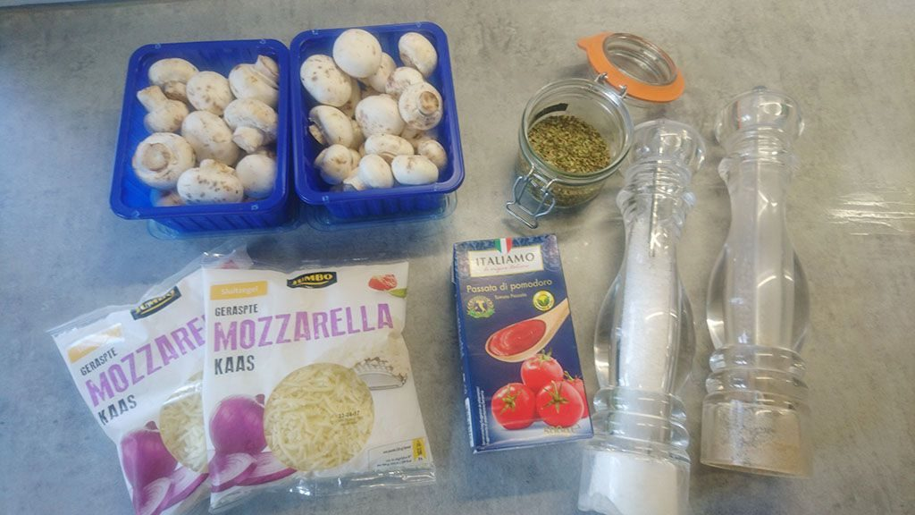 Pizza funghi ingredients