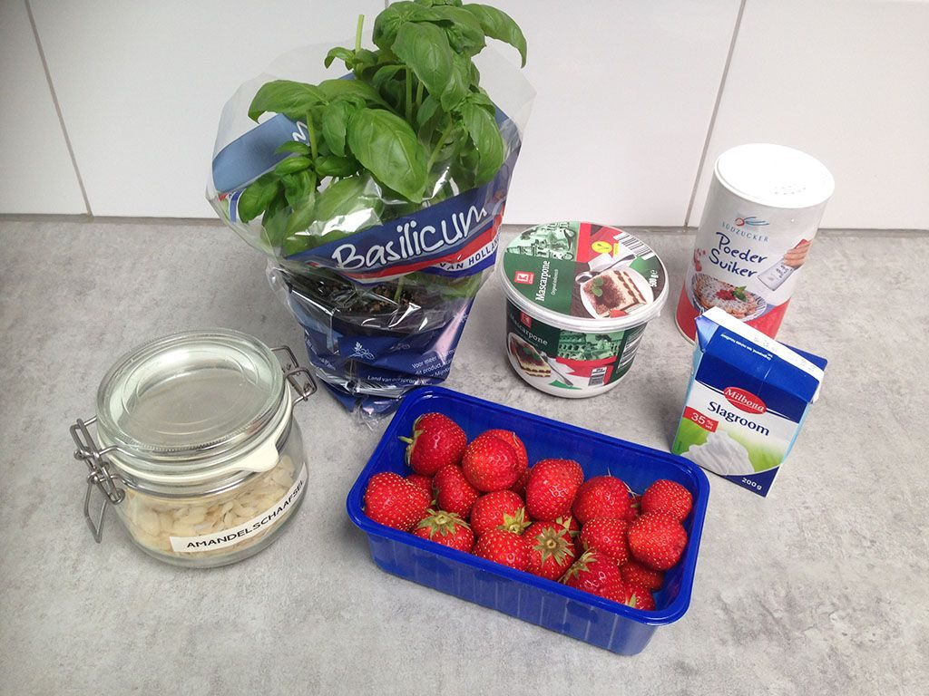 Strawberry mascarpone dessert ingredients