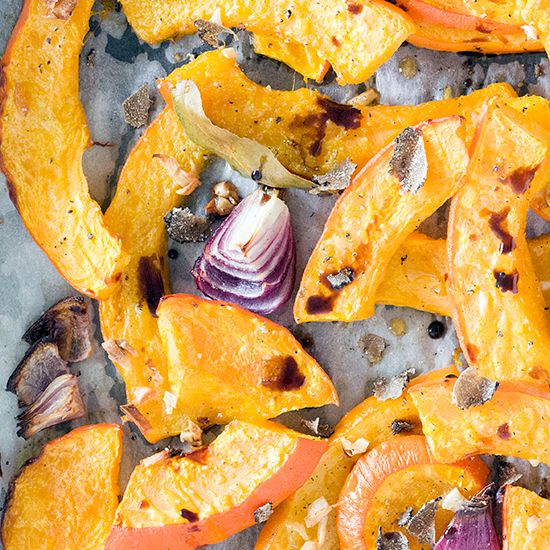 Oven roasted pumpkin with red onion and truffle square - Oven-roasted pumpkin with red onion and truffle