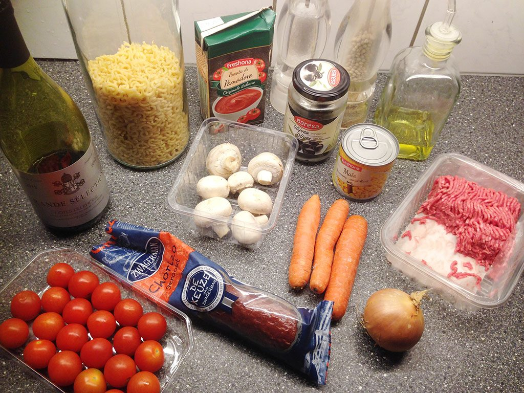 Chorizo and tomato macaroni ingredients
