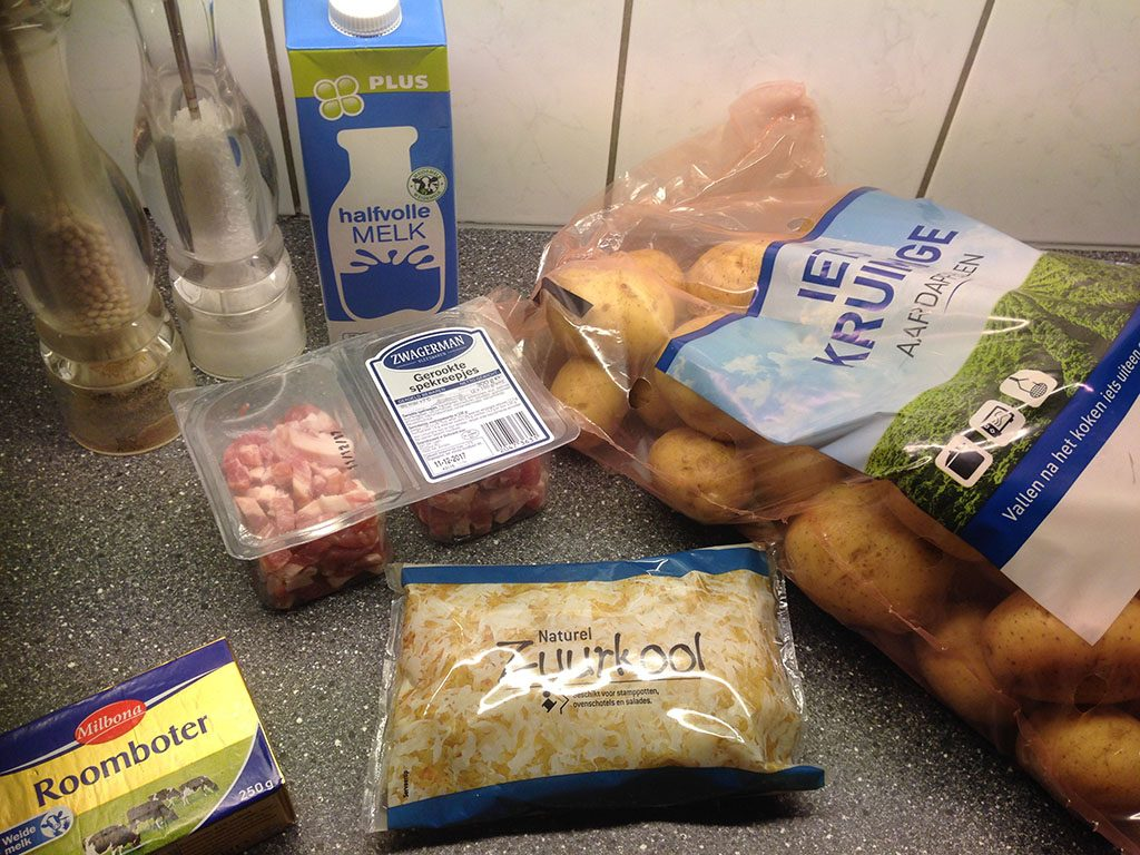 Zuurkoolstamppot - Dutch sauerkraut potato mash ingredients