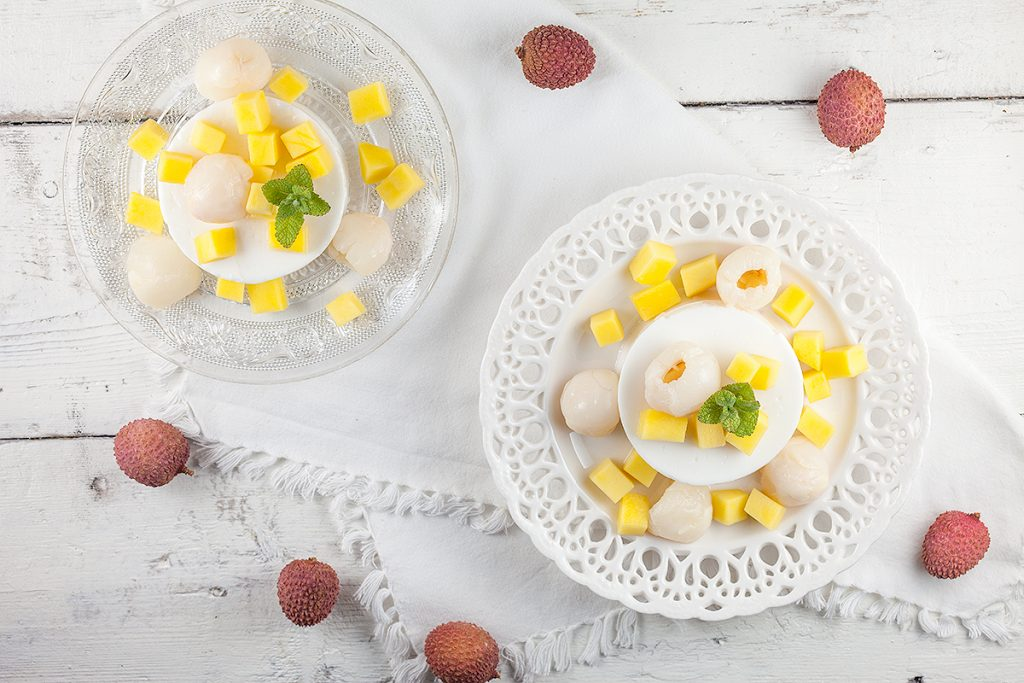 Coconut-lychee pudding with mango