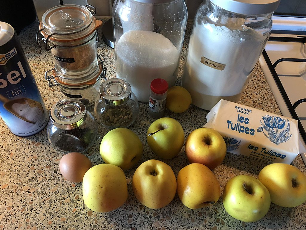 Spiced apple pie ingredients