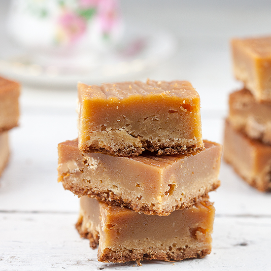 Amaretto and white chocolate blondies square - Amaretto and white chocolate blondies